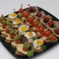 Pintxos set – obložené kousky pečiva delikatesami